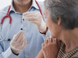 Segunda dose: Prefeitura vacina público alvo conforme agendado no cartão de vacinação