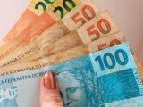 Simões Filho: Prefeitura antecipa salário de servidores e injeta mais de R$ 12 milhões na economia local