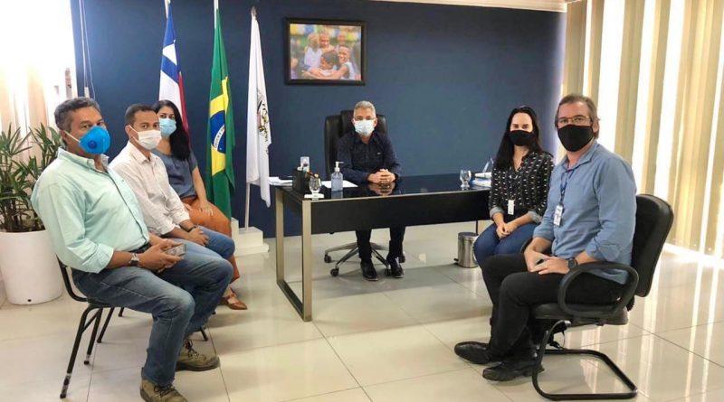 Simões Filho: Prefeito Dinha dialoga com a Embasa sobre o sistema de água e esgoto